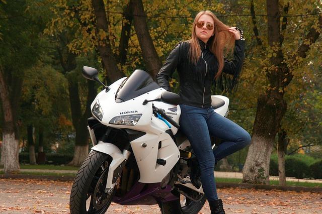 girl-1001871_640